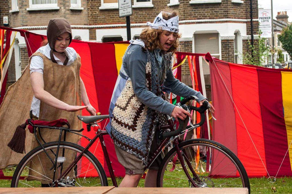 Lizzie Muncey - On Yer Bike